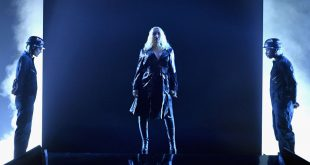 christina-aguilera-like-i-do-goldlink-stream-1528393719-1024x683.jpg