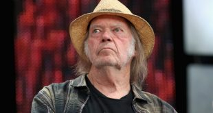 neil-young-farm-aid-credit-gary-miller-getty-1582483415-compressed.jpg